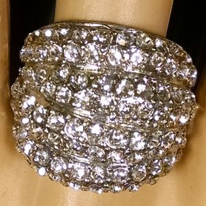Gorgeous Elegant Dome Shiney Rhinestones Ring